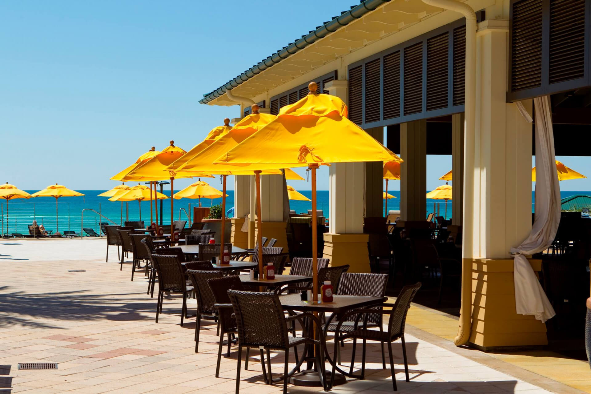 Destin Dining Barefoot S Beachfront Bar Amp Grill Hilton